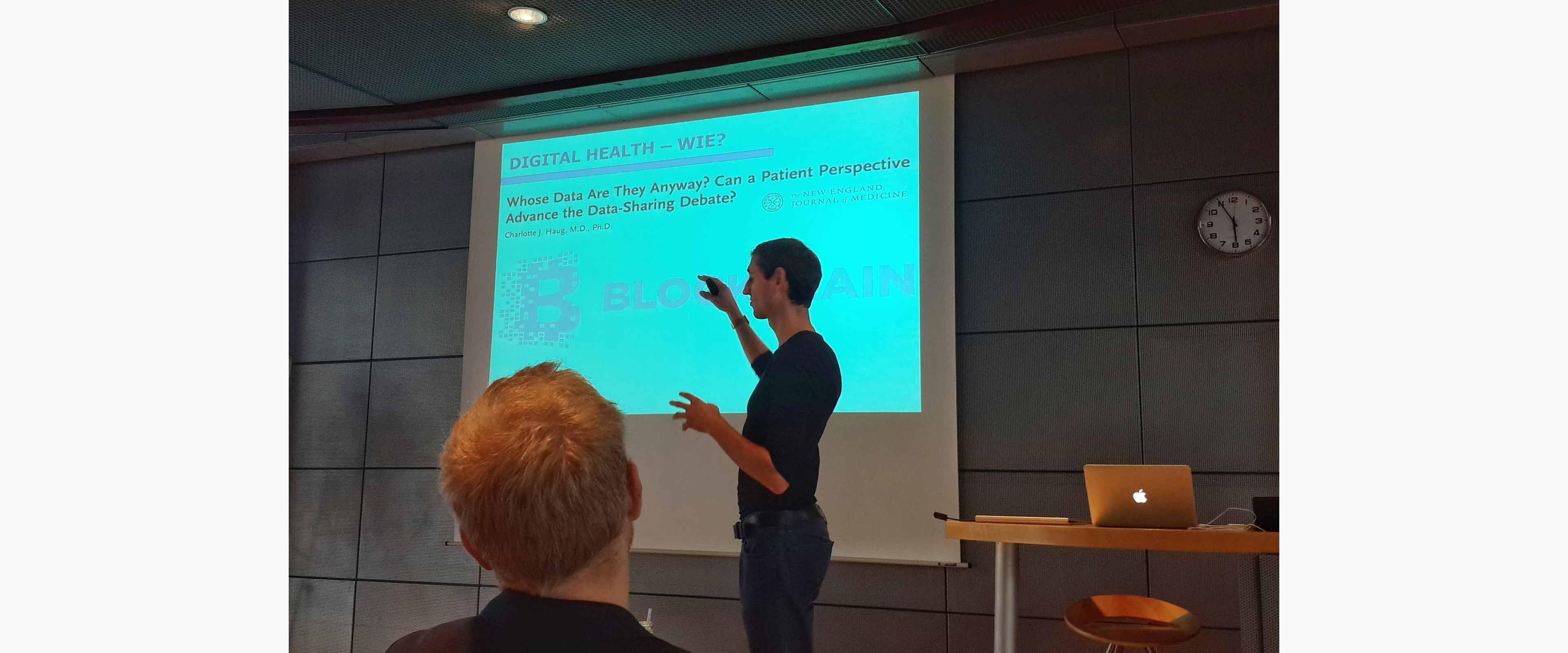 blockchain-keynote-medien-robin-haring-whats-health